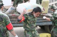 RS23655_SC_staff_unloading_22_tons_of_food_brought_in_by_SC_at_Yushu_Number_1_Middle_School_in_Jiegu_Town_with_the_help_of_Chinese_soldiers.jpg